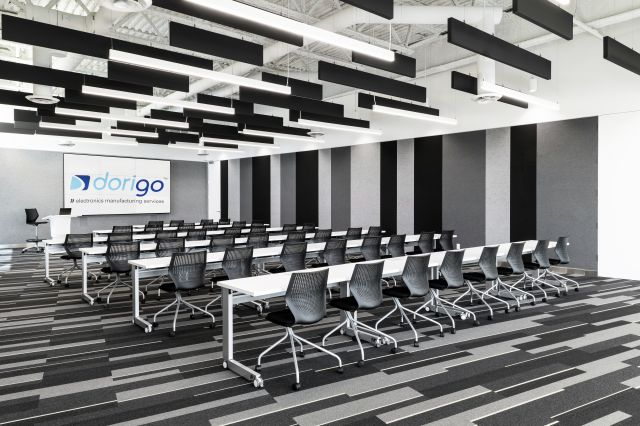 Fleet | Training Tables | White Laminate Top | Foil Powdercoat C-Leg | Dorigo Systems | Photo: Larry Goldstein