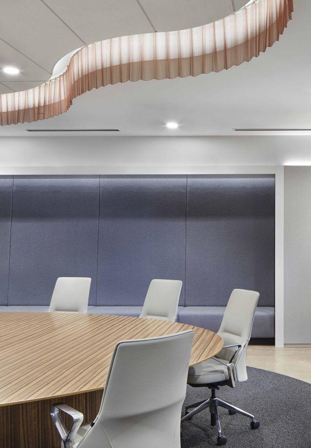 Flow Conference Table | Custom | Round Top | Design: Studio BV, Partner Dealer:Atmosphere