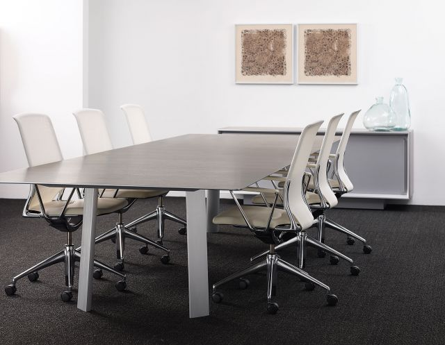 Kai | Conference Table | G31 Otter Walnut Veneer Rectangle Top | Clear Anodized Metal Legs | With White Chairs