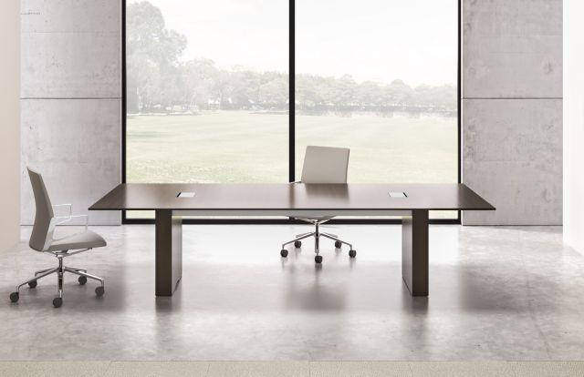 Flow | Conference Table | G25 Natural Walnut Veneer | Rectangle Base| Medium Size Power Matrix