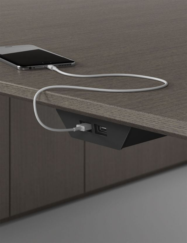 Charging Trac | Power | M07 Bramble Rift Cut Oak Veneer | USB Detail