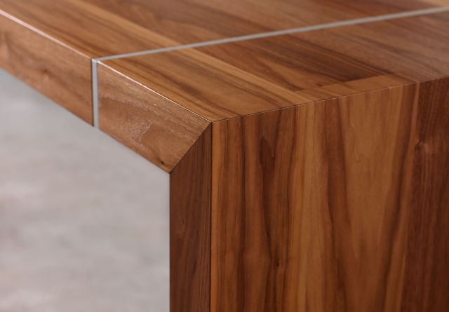 Tesano | Community Table | Planked Veneer | Edge Detail