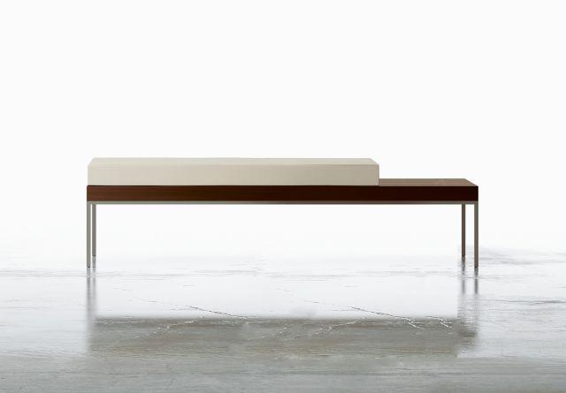 Tiro | Bench | M26 Walnut Veneer | Foil Powdercoat Base