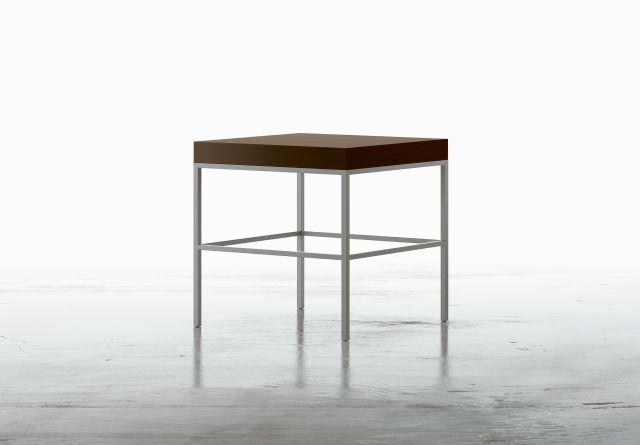 Tiro | Square End Table | M26 Walnut Veneer | Foil Powdercoat Base